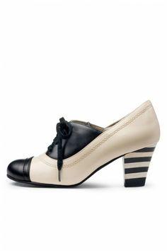Lola Ramona - 40s Elsie Black & Cream Lace up shoes