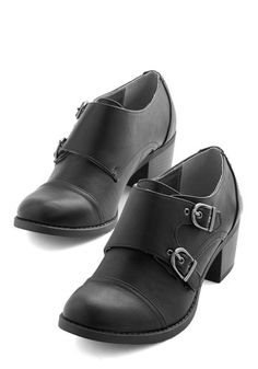 Fun Sense of Fasten Heel. Get twofold the vintage-inspired style when you put on these double-silver-buckled black heels. Indie Fashion, Dark Fashion, Vintage Fashion, Shoe Boots, Shoes Heels, Flats, Vintage Heels, Retro Vintage, Wide Shoes