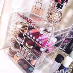 This gorgeous clear acrylic makeup organizer features 5 drawers and removable dividers. It is the ultimate makeup organizer to keep your vanity tidy. Diy Makeup Vanity, Makeup Storage, Makeup Organization, Makeup Vanities, Clear Acrylic Makeup Organizer, Makeup Beauty Box, Natural Beauty Remedies, Make Up Organiser, Perfume
