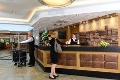 neue Rezeption 4 Sterne Best Western Plus Hotel Erb in Parsdorf bei München. Herzlich Willkommen!