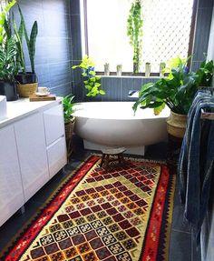Saturdays bohemian jungle vibes in our main bathroom ✌️ Look at that kilim...sensational! (Store link in bio)