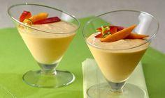MOUSSE DE MANGA Ingredientes: . ½ xícara (chá) de suco de limão . 2 mangas picadas (880 g aproximadamente) . 1 lata de leite condensado . 1 embalagem de cream cheese (150 g) . 1 lata de creme de leite sem soro Para decorar: . Pedaços de manga e raspas de limão Modo de preparo:…