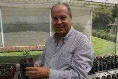 Carlos Alberto Rivillas: el sanador del café | La Patria. http://www.lapatria.com/en-domingo/carlos-alberto-rivillas-el-sanador-del-cafe-49720
