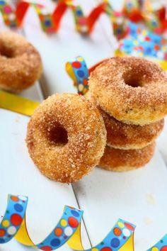 Simat ja muut Vappuherkut ovat jääneet meidän perheessä tänä vuonna hieman vähiin, mutta donitseilla on tullut herkuteltua sitäkin enemm...