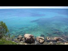 Mar azul verde turquesa, plano. El mar que todos soñamos encontrar en la playa. Costa Daurada, Tarragona