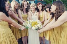 Daisy bouquets for bridesmaids
