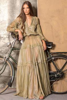Bohemian maxi dress, boho style clothing, boho-chic clothes, gypsy summer long dress on boho boutique Look Boho Chic, Casual Chic Style, Boho Style, Bohemian Style Dresses, Hippie Style, Mode Hippie, Bohemian Lifestyle, Boho Outfits, Look Fashion