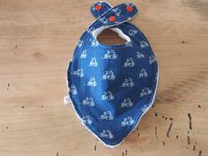 Bavoir bandana bleu marine à motifs vélos blancs : Mode Bébé par popcouture