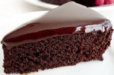 This eggless chocolate cake with flawless chocolate ganache is so delicious! Simple and easy to prepare, but moist and very chocolatey, this cake is probably one of the best chocolate desserts in the … Chocolate Cake From Scratch, Eggless Chocolate Cake, Chocolate Fudge Frosting, Best Chocolate Desserts, Chocolate Butter, Chocolate Flavors, Food Cakes, Cupcake Cakes, Regular Cake Recipe