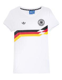 """T-Shirt mit Print Das gerade geschnittene weiße T-Shirt aus feiner Baumwolle kommt mit Rundhalsausschnitt, Label-Stickerei, """"Deutscher Fussball-Bund""""-Emblem sowie einem Print in den deutschen Nationalfarben auf der Front.  Dieses T-Shirt ist das perfekte Fan-Piece für die kommende Europameisterschaft und lässt die Herzen der deutschen Nationalelf-Fans höher schlagen."""