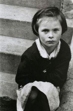 Girl on the steps. St. Stephen's Gardens, Westbourne Park (London), 1957. Photo: Roger Mayne.
