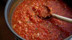 Simple Italian Tomato Sauce « Keep Your Diet Real Best Sauce Recipe, Sauce Recipes, Pasta Recipes, Cooking Recipes, Italian Dishes, Italian Recipes, Italian Tomato Sauce, Tomatoe Sauce, Italian Pasta