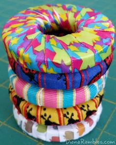 this got me thinking about decorating some of my old ratty hand weights! Easy Sewing Projects, Diy Craft Projects, Sewing Hacks, Sewing Crafts, Diy Crafts, Sewing Ideas, Sewing Tips, Pattern Weights, Fabric Weights