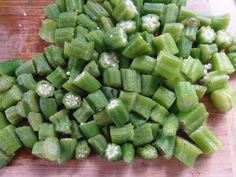 The Best Way to Freeze Okra to Enjoy it Anytime of Year Vegetarian Barbecue, Barbecue Recipes, Vegetarian Cooking, Healthy Cooking, Easy Cooking, Cooking Tips, How To Freeze Okra, Freezing Vegetables, Veggies