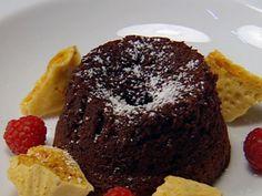 Soft Hearted Chocolate Pudding with Raspberry Cream and Honeycomb Chunks - Masterchef Australia Chocolate Pudding, Chocolate Desserts, Gourmet Recipes, Sweet Recipes, Masterchef Recipes, Molten Cake, Masterchef Australia, Other Recipes, Tray Bakes