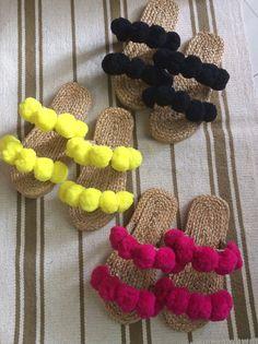 Fluffy slippers/ Pom poms sandals / Greek Sandals / Beach Sandals / Pom poms Straw Sandals / Room sa – 2020 World Travel Populler Travel Country Boho Sandals, Greek Sandals, Beach Sandals, Summer Sandals, Craft Stick Crafts, Diy Crafts, Pom Pom Sandals, Pom Pom Crafts, Boho Diy
