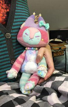 A sweater fox commission complete 💖💕 - Lithe-Fider Creatures Kawaii Plush, Cute Plush, Plushie Patterns, Softie Pattern, Doll Patterns, Cute Stuffed Animals, Creepy Cute, Cute Toys, Custom Dolls