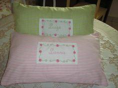 Almofadas bordadas com nomes -  Olinda Aguiar.