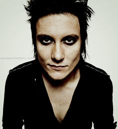 Synyster Gates.....my other favorite guitar player ever!