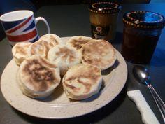 Les muffins anglais c'est EXTRA... et avec du babeurre, c'est encore plus moelleux... Allez, je vous raconte ma vie. Je voulais faire une chantilly, je lance le robot et 30 secondes plus tard (OUI 30 SECONDES !!!!!!!) je n'entends plus le bruit de crème...