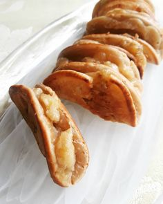 A Nyonya banana pancake.  #apom #apombalik #baba #babanyonya #peranakan #peranakanfood #malaysianfood #nyonyafood #nyonya #nyonyacuisine #nyonyacooking #nyonyarecipe #malaysia #malaysianfood #straitschinese #malacca #melaka #singapore #heritage #heritagefood #history #peranakanculture #chinesenewyear #lunarnewyear #babanyonyaperanakans Peranakan Food, Nyonya Food, Malaysian Food, Banana Pancakes, Chinese New Year, Hot Dog Buns, Singapore, French Toast, Bread