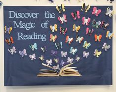 Reading Bulletin Boards - Fushion News Reading Bulletin Boards, Spring Bulletin Boards, Back To School Bulletin Boards, Preschool Bulletin Boards, Middle School Classroom, Classroom Bulletin Boards, Reading Corner Classroom, Classroom Pictures, School Library Displays