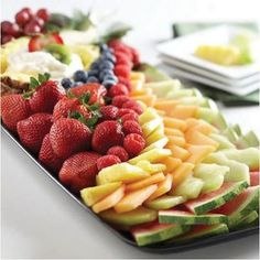 Fruit platter ideas are dishes which have nice design in it. You can taste the delicious of fruit platter before you eat the main dish for your lunch. Veggie Platters, Veggie Tray, Eat Fruit, Fresh Fruit, Fruit Art, Fruit Plate, Fruit Trays, Meat Trays, Fruit Salads