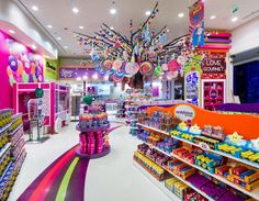 Studio EM redesigns Candylicious to evoke memories of a fairground Candy Store Design, Candy Store Display, Retail Store Design, Kids Store Display, Interior Design Dubai, Interior Design Website, Fini Candy, Visual Merchandising, Candy Stand
