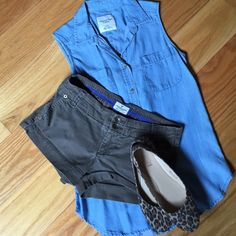 Khaki shorts Dark brown, cotton twill. Trouser style pockets keeps it preppy. American Eagle Outfitters Shorts