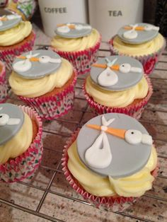 Midwife, baby shower, neutral cupcakes
