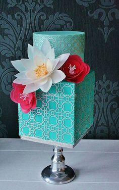 gâteau avec fleurs en hosties