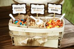 New Backyard Wedding Favors Popcorn Bar 34 Ideas Candy Bar Rustique, Rustic Candy Bar, Candy Popcorn, Popcorn Bar, Popcorn Toppings, Popcorn Stand, Candy Bars, Candy Apples, Popcorn Wedding Favors