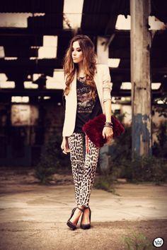 FashionCoolture - 26.03.2013 look du jour Charry leopard pants calça oncinha blazer t-shirt Asos Kafé (1)