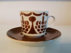"Arabia ""Rypäle"" Finland, Cupboard, Porcelain, Mugs, Retro, Tableware, Design, Eggs, Clothes Stand"
