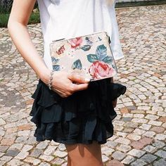 We love the way @theurbanslang has styled our new Forest Rose folio bag as a clutch! 🌺🌸🌹#Regram #Clutchbag #florals