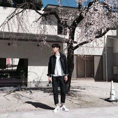 Headprefect AND Vice Headprefect Ugh mereka memang tidak sekepala. Korean Fashion Styles, Asian Fashion, Boy Fashion, Mens Fashion, Fashion Hair, Ulzzang Couple, Ulzzang Boy, Asian Boys, Asian Men