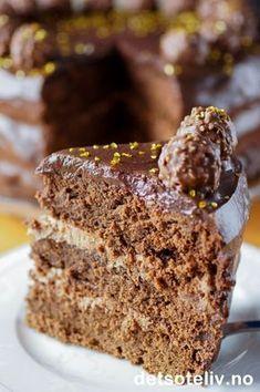 En stor og himmelsk god luksussjokoladekake for deg som… Chocolate Cake From Scratch, Chocolate Cakes, Norwegian Food, Norwegian Recipes, Yummy Drinks, Yummy Food, Something Sweet, Cakes And More, Let Them Eat Cake