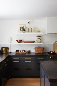 dark kitchen cabinets Kitchen color trends for 2019 include shades of green, warm neutrals, natural wood, two-toned, and monochromatic dark paint. Kitchen Color Trends, Best Kitchen Colors, Kitchen Paint Colors, Painting Kitchen Cabinets, Black Kitchens, Cool Kitchens, Kitchen Black, Small Kitchens, Dream Kitchens