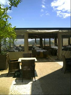Lunch here.  Great views of Hidden Valley.  Next to Ernie Els Winery.