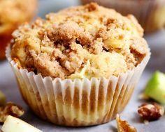 Ce sont des super de bons muffins très moelleux, avec un petit goût de beurre, de pommes, de fromage à la crème et avec une petite croustade sur le dessus…. Parfait pour passer votre restant de pommes 🙂