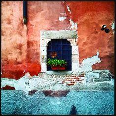 Regilla ⚜ Finestra in Piazza San Paolo all'Orto, Pisa