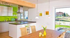 Moderne Offene Küche Mit Holzbalken An Der Decke