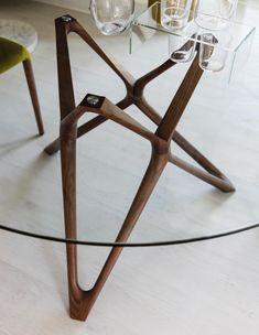 Circe tondo C by Porada Glass Dining Table, Dining Table Design, Round Dining Table, Walnut Table, Dining Room Furniture, Decoration, Ecuador, Geometry, Website