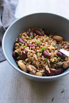 A healthy, quick & easy Warm Brown Rice Lentil Kidney Bean Salad recipe that is perfect as a light wholesome main dish, or a delicious side dish. Brown Rice Salad, Eating Carrots, Pan Seared Chicken, Lentils And Rice, Bean Salad Recipes, Sauteed Mushrooms, Butternut Squash Soup, Berry, Kidney Beans