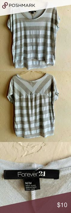 Forever 21 shirt size M Good condition.  Normal wear and pilling.  Armpit to armpit 23.5 in Length 24 in #4009 Forever 21 Tops