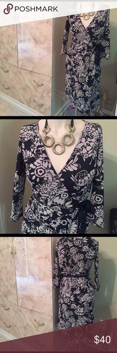 ANN TAYLOR LOFT WRAP AROUND DRESS SIZE 0-2 PETITE ANN TAYLOR LOFT WRAP AROUND DRESS SIZE 0-2 PETITE FITS UP TO SIZE 2 REG. WOMEN'S SIZE BUNDLE AND SAVE LOTSEXCEL. COND. WORN ONCE, COMFY DRESSMAKE OFFER ANN TAYLOR LOFT Dresses Midi