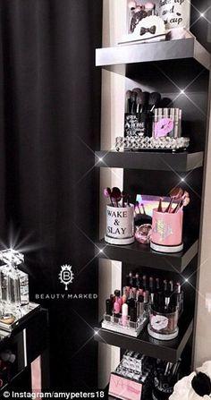 35 Ideas Makeup Vanity Black Beauty Room For 2019 - Makeup Room İdeas Beauty Room Decor, Makeup Room Decor, Makeup Rooms, Ikea Makeup, Diy Makeup, Rangement Makeup, Lash Room, Vanity Room, Vanity Decor