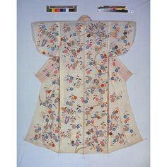 Japanese Embroidery Kimono Katabira (Summer Kimono) with Plum Blossoms and Quivers in Yuzen Dyeing and Embroidery on White Ramie Ground, Edo Period, c. Learn Embroidery, Embroidery Kits, Embroidery Designs, Summer Kimono, Japanese Geisha, Edo Period, Japanese Textiles, Japanese Embroidery, Cross Paintings