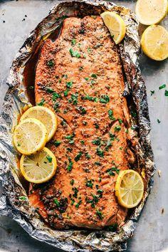 Garlic brown sugar glazed salmon (the best salmon ever! # best # brown # glazed # garlic # salmon Garlic brown sugar glazed salmon (the best salmon ever!) - Recipes de Robert Hofmann Rezept Garlic brown sugar glazed salmon (the best s Delicious Salmon Recipes, Baked Salmon Recipes, Fish Recipes, Seafood Recipes, Healthy Recipes, Healthy Dinners, Oven Baked Salmon, Healthy Brunch, Tilapia Recipes