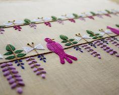 "12.4 k mentions J'aime, 71 commentaires - YUMIKO HIGUCHI (@yumikohiguchi) sur Instagram : ""発売中の雑誌ミセス5月号の連載は『藤の棚』の刺繍。 鳥と蝶と藤の花という和風な組み合わせを、私流に楽しく可愛らしく。この配色、お気に入りです。 #ミセス #藤棚 #刺繍 #embroidery"""